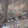 Śmieci w okolicy targowicy