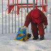 Mławski park okryty śnieżnym puchem