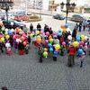 Przedszkolaki przywitały wiosnę setką kolorowych balonów
