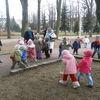 Dzieci w poszukiwaniu zająca