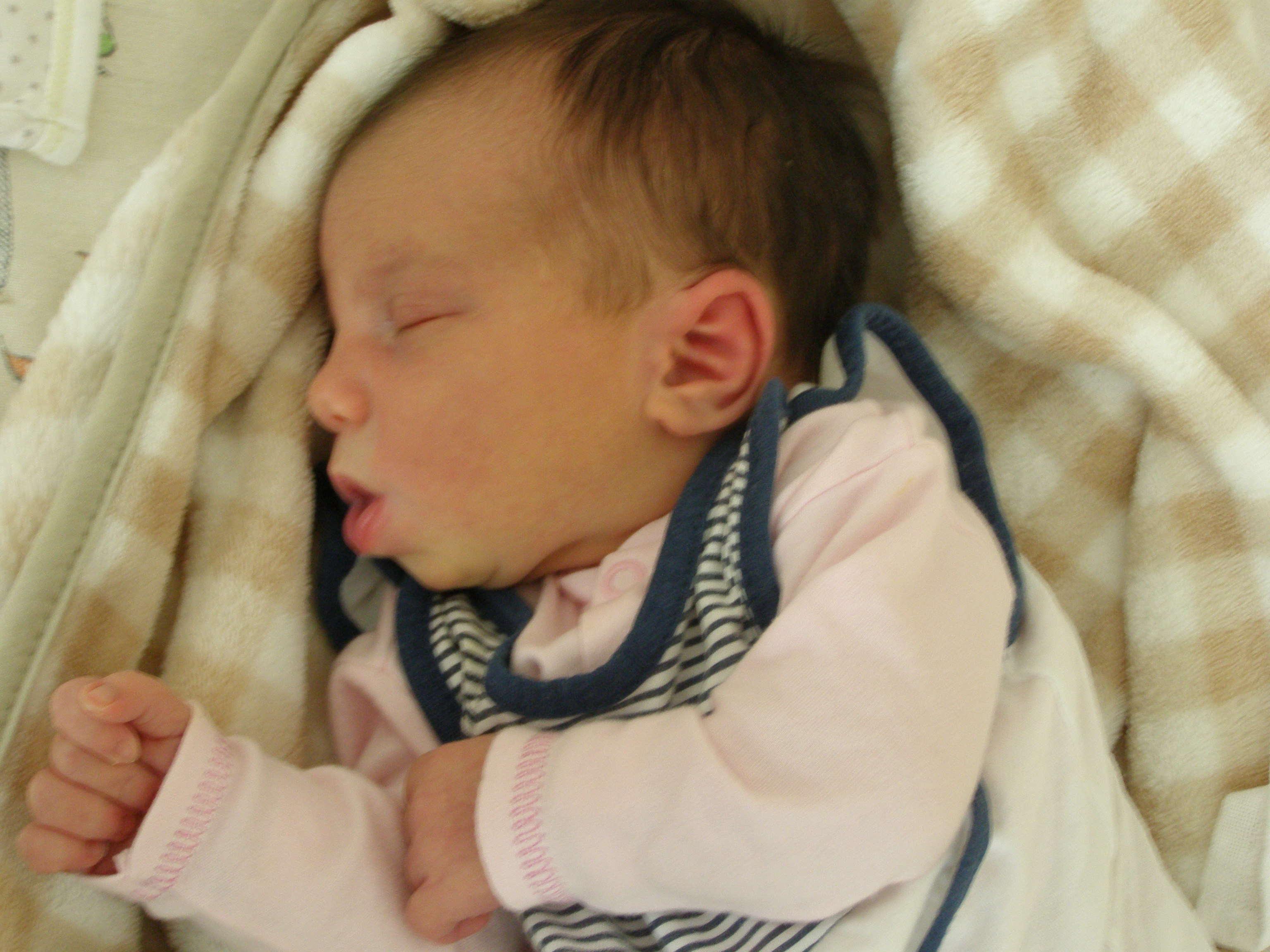 Oliwia Dąbrowska, córka Remigiusza i Joanny z Ostrołęki, ur. 30 września 2013 roku, ważyła 3540g, mierzyła 56 cm - 13-6-2-oliwia-dabrowska-1241434