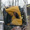 Ciężarówka przewróciła sięna bok