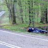 Samochód z 5 pasażerami wylądował dachem w bagnie