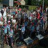 Rowerzyści jeździli wzdłuż kanału w gminie Miłomłyn