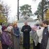 Uczniowie kl. IV-VI  SP w Rękusach odwiedzili cmentarz na Górze Pilichowej