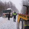 Chruściel, ciężarówka uderzyła w barierki