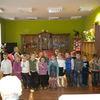Przedszkolaki zatańczyły z dziadkami i babciami ze Szczepkowa pingwini taniec