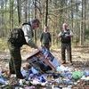 Śmieci w lesie koło Lipowa (22.04.2011)