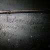 Napis na ołtarzu to pamiątka po wikarym