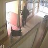 Kadry z filmu nagranego przez kamery monitoringu szpitala w Bartoszycach
