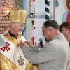Władyka Julian Gbur wsród parafian w Górowie Iławeckim
